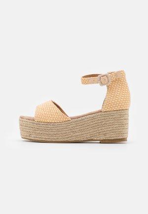 Sandalias con plataforma - beige