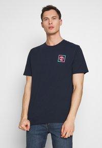 Timberland - KENNEBEC RIVER GRAPHIC TEE - Print T-shirt - dark sapphire - 2