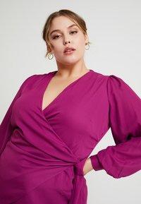 Fashion Union Plus - FASHION UNION WRAP WITH SIDE KNOT DETAIL - Blouse - cranberry - 4