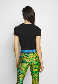 Versace Jeans Couture - LADY - T-shirt imprimé - black/gold - 3