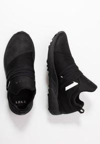 ARKK Copenhagen - RAVEN VIBRAM - Trainers - black/white - 1