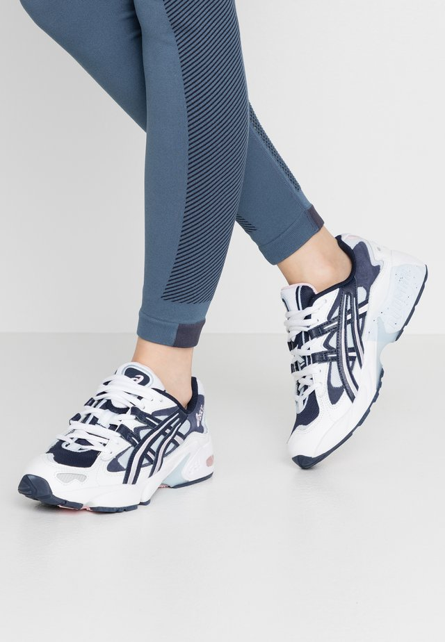 GEL KAYANO - Matalavartiset tennarit - white/midnight