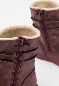 Kickers - RUMBY - Kotníkové boty - violet fonce brillant - 5