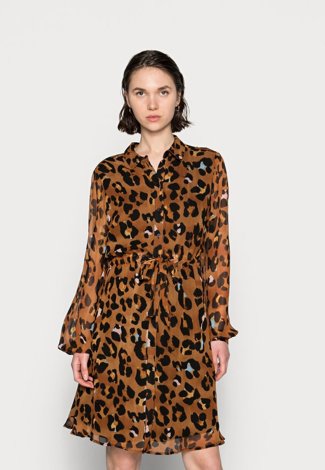 CATO DRESS - Shirt dress - cognac/black