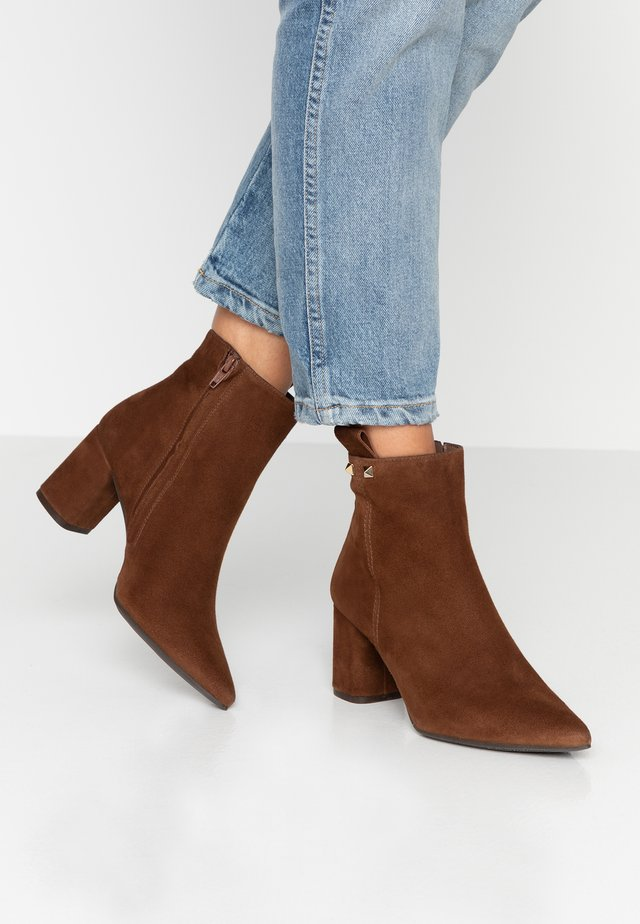 Ankle boot - castano