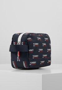 Tommy Jeans - TJM COOL CITY WASHBAG NYL PNT - Accessorio da viaggio - white - 3