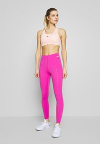 Nike Performance - BRA PAD - Sport-bh met medium support - washed coral - 1