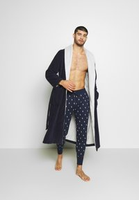 Polo Ralph Lauren - PRINTED LIQUID  - Pyjama bottoms - cruise navy - 1
