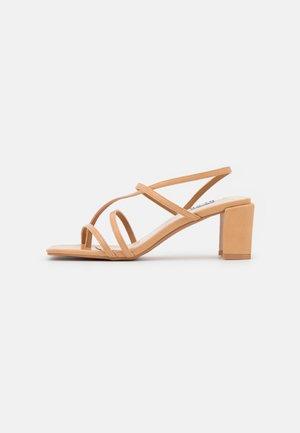 Sandalias de dedo - beige