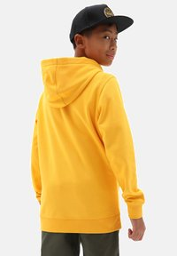 Vans - BY OTW PULLOVER FLEECE BOYS - Hoodie - saffron