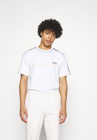 adidas Originals - STITCH - T-shirt med print - white - 0