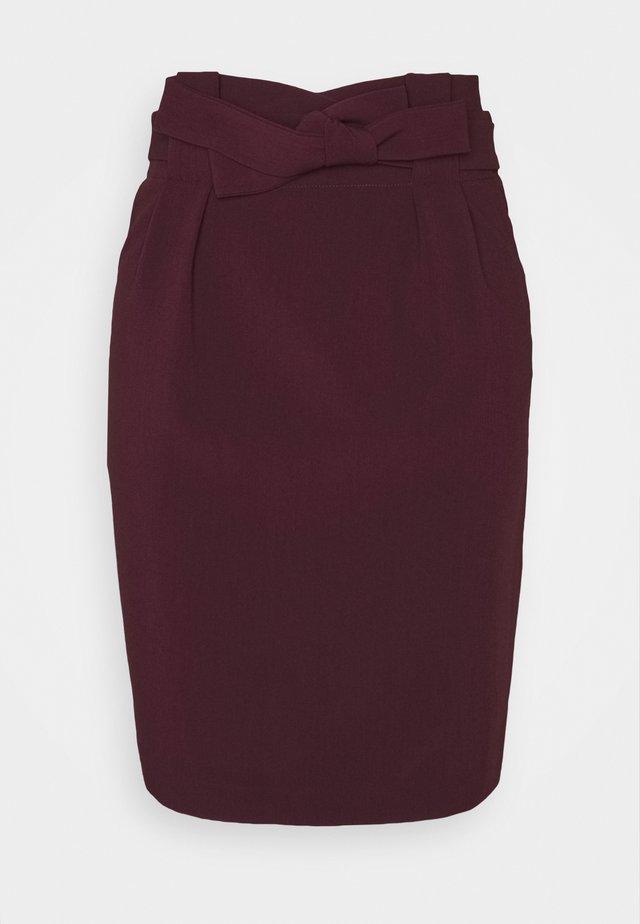 UDELE - Pencil skirt - winetasting