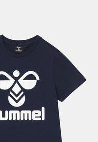 Hummel - 2 PACK UNISEX - Print T-shirt - white/navy - 3