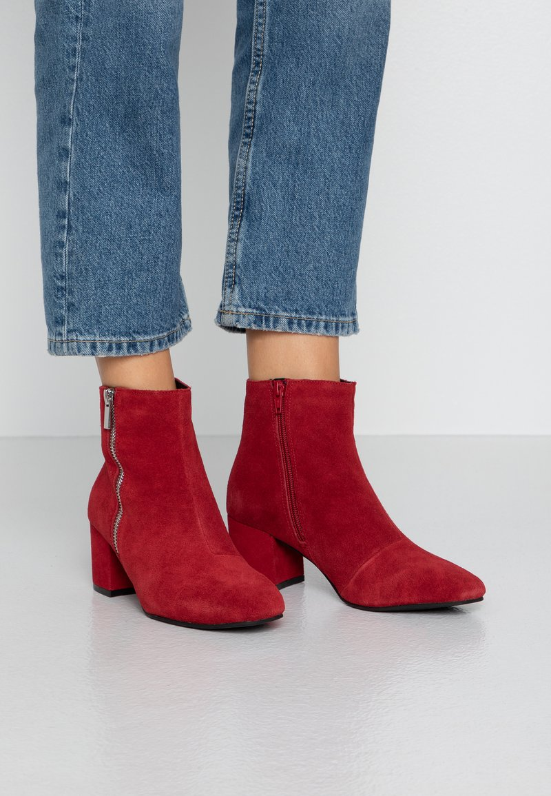 Bianco - BIACEIL ZIP - Ankle boot - winered