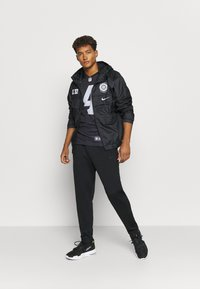 Nike Performance - NFL OAKLAND RAIDERS DEREK CARR LEGEND TEAM COLOUR - Klubové oblečení - black - 1