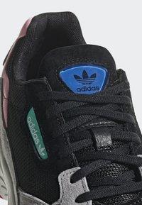 adidas Originals - FALCON - Sneakers laag - black - 7