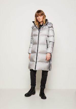 SHINY LONG PUFFER - Down coat - marble grey
