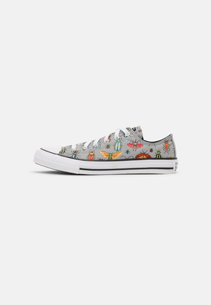 CHUCK TAYLOR ALL STAR BUGGED OUT UNISEX - Tenisky - ash stone/black/bright poppy