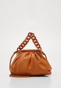 SERENA BAG - Taška spříčným popruhem - brown