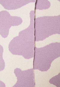 Milk it - CATTLE SKIRT - Mini skirt - lilac/cream - 2