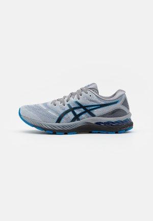 GEL-NIMBUS 23 - Chaussures de running neutres - piedmont grey/electric blue