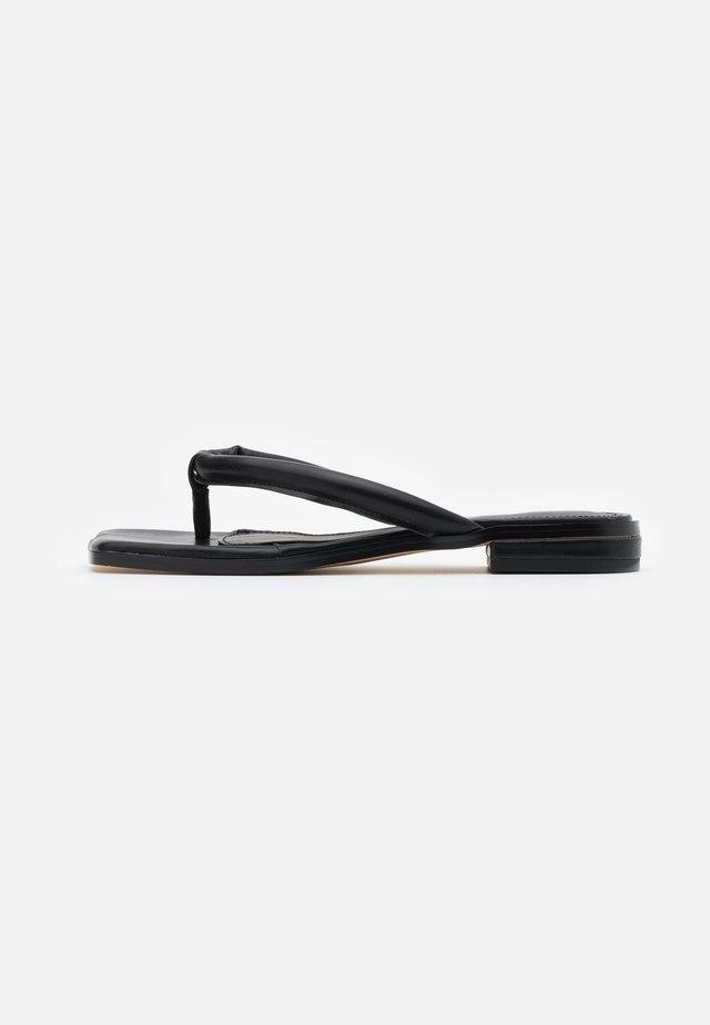 PADDED STRAP - Sandalias de dedo - black