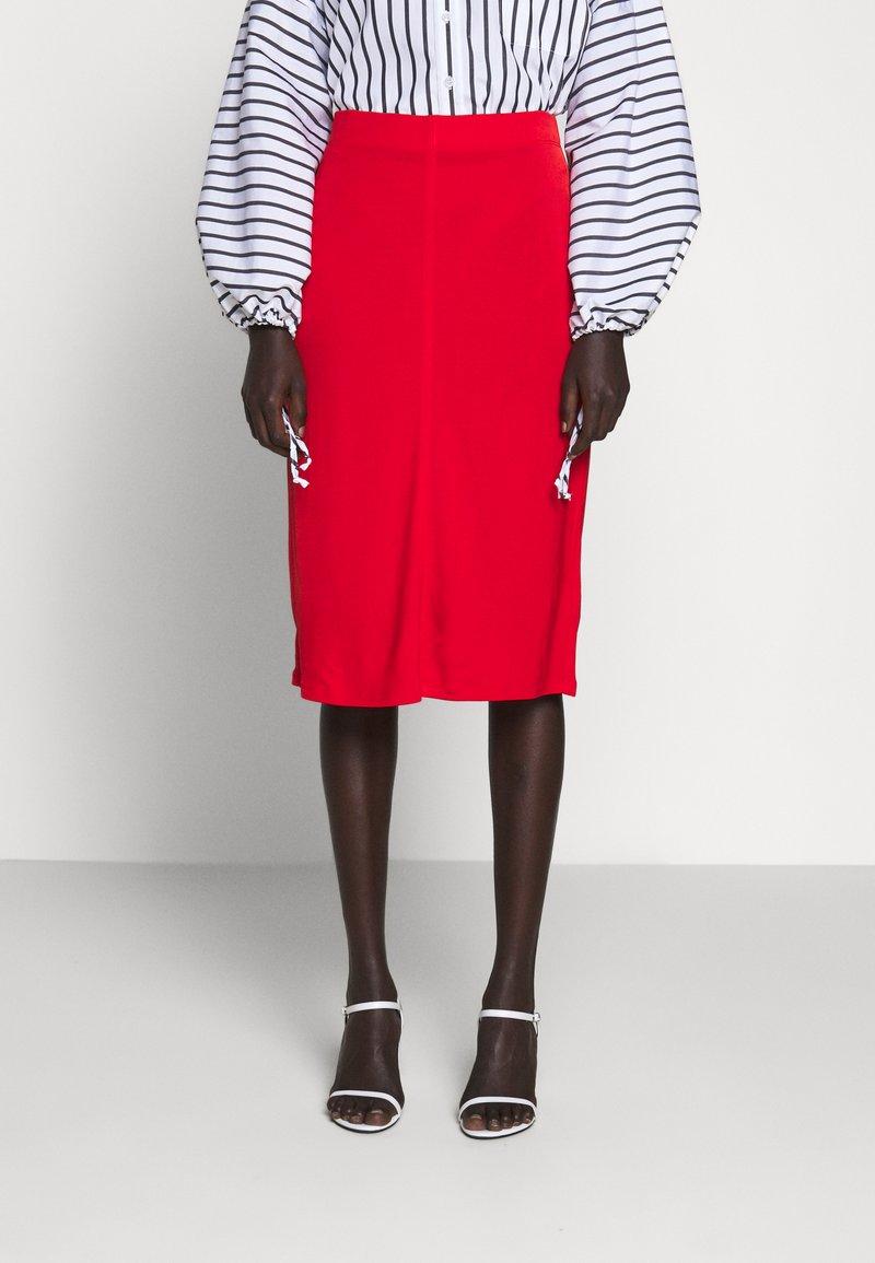 Filippa K - MARGARET SKIRT - Pouzdrová sukně - red orange