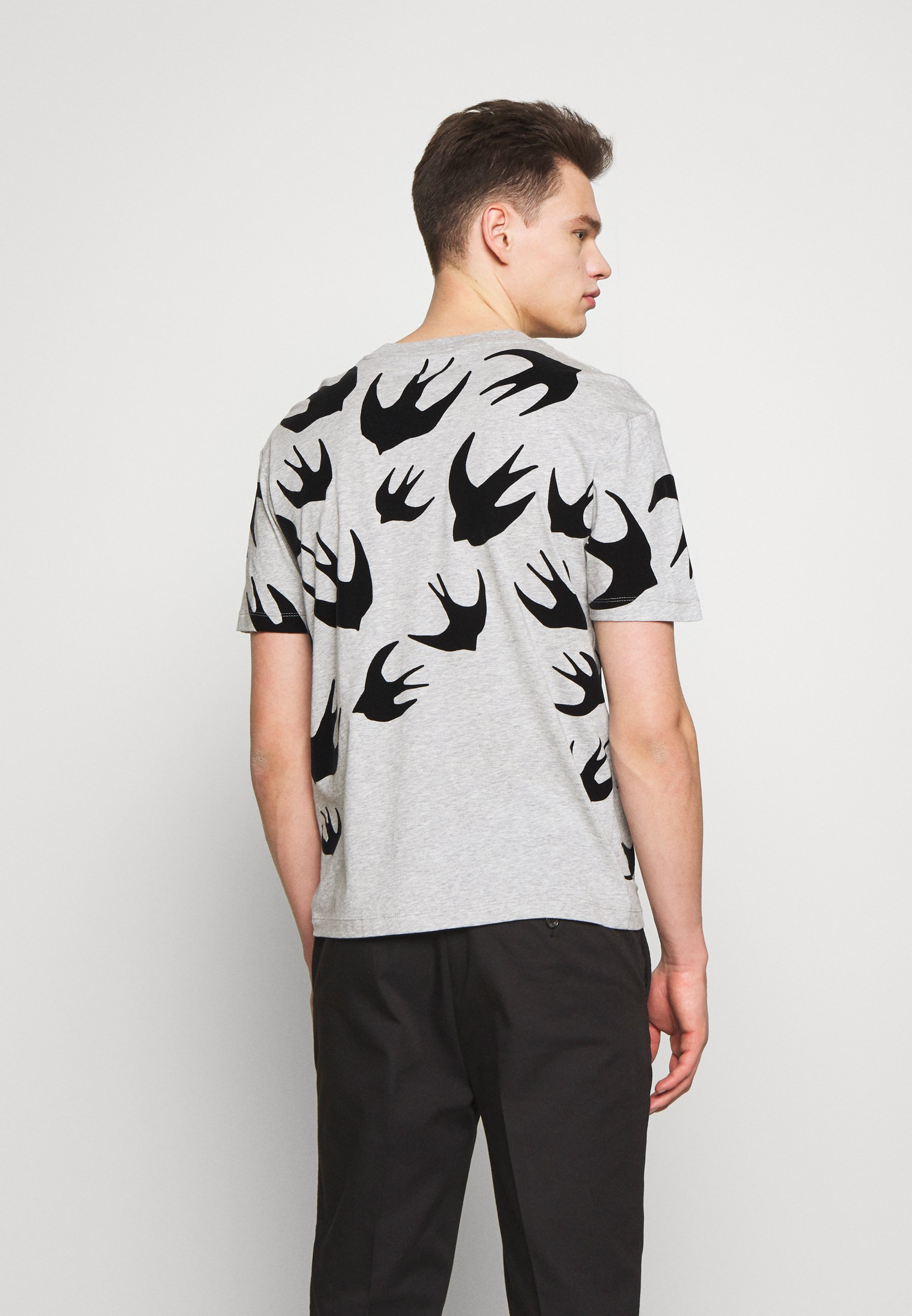 McQ Alexander McQueen SWALLOW DROPPED SHOULDER - T-Shirt print - mercury/grau - Herrenbekleidung 2aRTV