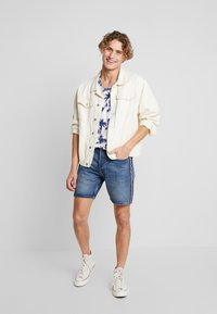 Jack & Jones - JJICHRIS JJORIGINAL - Shorts di jeans - blue denim - 1