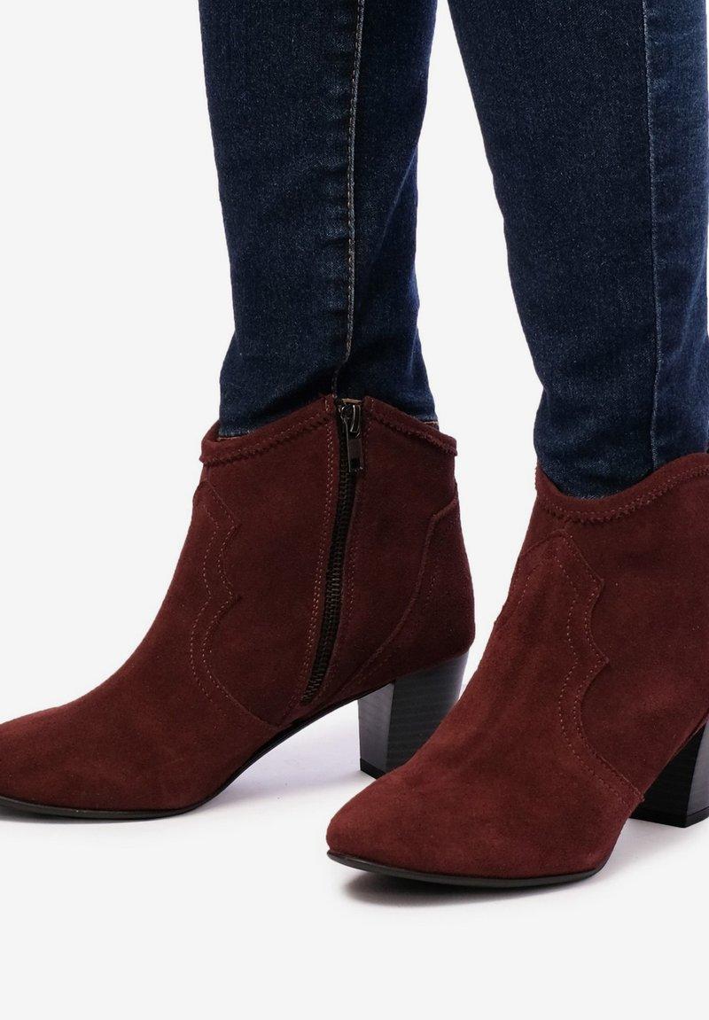 Eva Lopez - BOTTINES - Cowboy/biker ankle boot - bordeaux