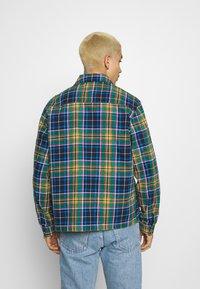 Converse - ALL OVER UTILITY ZIP FRONT SHIRT UNISEX - Summer jacket - tartan - 2