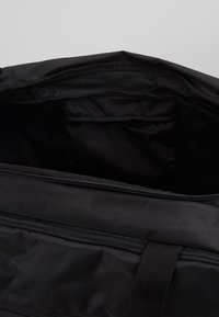 Under Armour - UNDENIABLE DUFFEL 4.0 - Torba sportowa - black/silver - 3