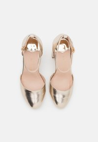 Dorothy Perkins Wide Fit - WIDE FIT DELANY COURT - Classic heels - gold - 5