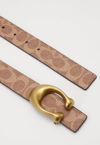 Coach - SCULPTED REVERSIBLE SIGNATURE BELT - Pásek - tan/rust - 3