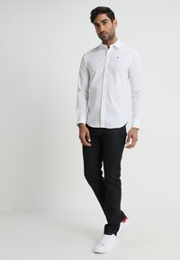 Tommy Jeans - ORIGINAL STRETCH SLIM FIT - Shirt - classic white - 1