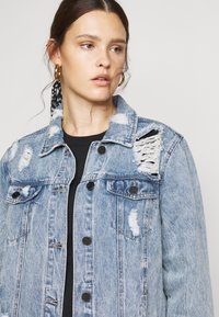 Simply Be - RIPPED OVERSIZED JACKET - Denim jacket - stonewash - 3