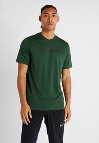 Nike Performance - DRY TEE PRO - Camiseta estampada - cosmic bonsai - 0