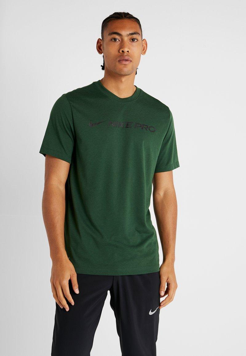 Nike Performance - DRY TEE PRO - Camiseta estampada - cosmic bonsai