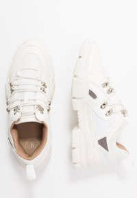 Missguided - DETAIL LACE UP TRAINER - Trainers - white - 3