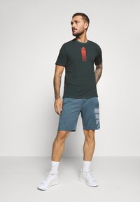adidas Performance - AEROREADY TRAINING SPORTS SHORT SLEEVE TEE - Print T-shirt - leg blue