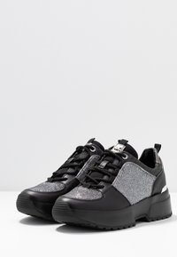 MICHAEL Michael Kors - COSMO TRAINER - Trainers - black/silver - 4