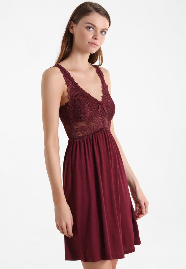 Hunkemöller - Nightie - windsor wine