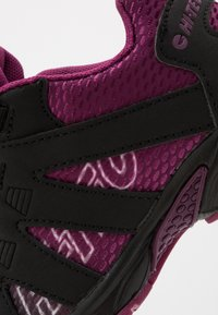 Hi-Tec - WARRIOR - Zapatillas de senderismo - black/purple - 2