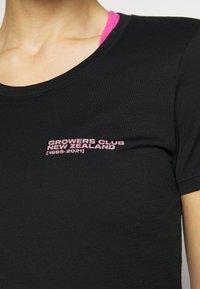Icebreaker - TECH LITE LOW CREWE GROWERS CLUB - T-shirt con stampa - black - 3