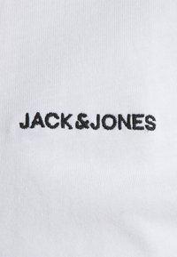 Jack & Jones - TEE O NECK - T-shirt - bas - white - 2