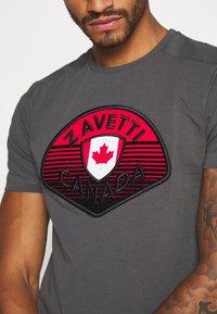 Alessandro Zavetti - CANADA BOTTICINI  - Print T-shirt - grey - 4