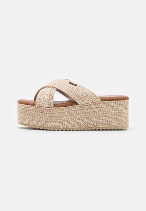 Pantofle na podpatku - beige