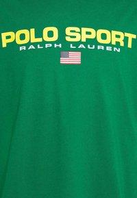 Polo Sport Ralph Lauren - Print T-shirt - english green - 6