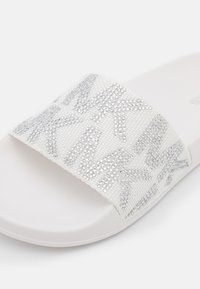 MICHAEL Michael Kors - GILMORE - Pantolette flach - optic white - 6