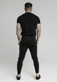 SIKSILK - RAGLAN GYM TEE - Printtipaita - black - 2